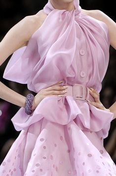 John Galliano for The House of Dior, Autumn/Winter Haute Couture Couture Details, Fashion Details, Love Fashion, Runway Fashion, High Fashion, Womens Fashion, Fashion Design, 1950s Fashion, Club Fashion