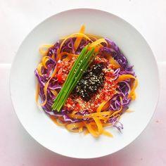 Cabbage week. Recipe n.2: red cabbage, black olives, tomatoes, carrots, chives, hemp seeds, extra virgin olive oil, cider vinegar, chilli power, salt and pepper.  #raw #vegan #vegetarian #salad #saladporn #saladpride #eatclean #healthn by Salad Pride, via Flickr
