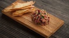 Tartare classique | Signé M Cooking Recipes, Healthy Recipes, Ceviche, Dinner Menu, Tapas, No Cook Meals, Summer Recipes, Entrees, Clean Eating