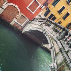 """""""A ogni istante si passava sotto i ponti le cui estremità corrispondevano ad un taglio luminoso nella massa scura delle case."""" - Théophile Gautier - #venezia #venezia2016 #veneziagram #veneziadavivere #canali #canalidivenezia #venice #volgovenezia #volgoveneto #volgoitalia #igersvenezia #igersveneto #igersitalia #water #bridge #rain #rainyday #happy #happylife #love #photooftheday #travel #travelgram #travelphoto #travellers #travellife #travellove #travellerslovers by valentinavisi"""