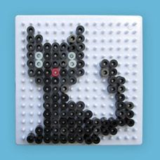 Black Cat (or change the colors for ANY color kitten kitty cat) craft using Melty Beads (Hama Perler Beads Clone) Halloween Beads, Fun Halloween Crafts, Fete Halloween, Melty Bead Patterns, Hama Beads Patterns, Beading Patterns, Beading Tutorials, Bracelet Patterns, Perler Beads