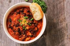 This Slimming World turkey chilli recipe is perfect for those who prefer to avoid red meat. Easy to make and perfect for a Slimming World family meal Turkey Chilli, Turkey Mince, Vegetarian Quinoa Chili, Vegetarian Recipes, Quinoa Salad Recipes, Quinoa Recipe, Chili Recipes, Mince Recipes, Entree Recipes
