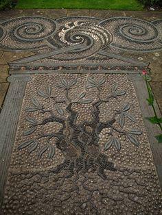 Gresgarth's garden paving - mosaic pebbles