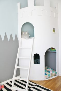 Cute, rounded castle corner. Maybe for my Bea's room?