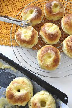 maistuu makialle: Vaniljaiset Voisilmäpullat (Gluteeniton) Dessert Recipes, Desserts, Doughnut, Muffin, Food And Drink, Gluten Free, Treats, Baking, Breakfast