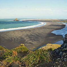Whatipu: the New Zealand coastline near Auckland (east coast)