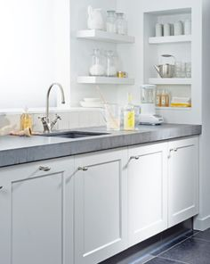 Modern, Simple and Charming Kitchen Designs! Happy Kitchen, Kitchen Nook, Apartment Kitchen, Kitchen Pantry, Country Kitchen, Kitchen Interior, New Kitchen, Kitchen Dining, Kitchen Cabinets