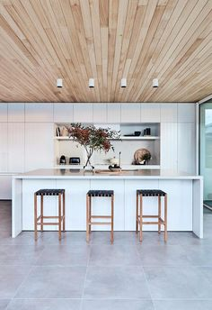 Bigger isn't always better: Ideal Aussie home revealed - The Interiors Addict Timber Ceiling, Ceiling Cladding, Timber Cladding, Interior Cladding, Home Design, Küchen Design, Interior Modern, Interior Design, My Ideal Home