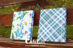 *Qué mas lindo que regalar un portaretrato para atesorar momentos únicos?!*  *Portaretratos para 1, 2 o 4 fotos de 4 cm x 5cm /7 cm x 10 cm/15 cm x 21 cm/ 20 cm x 30 cm -Forrados con papel de encuadernación estampado -Cierre de elástico -Cinta para colgar  Consultas por inbox (previamente enviar solicitud de amistad) o mail a carolia@outlook.com ♥  Fanpage: https://www.facebook.com/CaroliaDisenos
