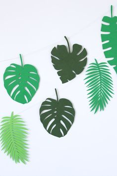 Use this paper leaves template to make a mini botanical garland DIY Leaves Template Free Printable, Leaf Printables, Cone Template, Jungle Theme Birthday, Dinosaur Birthday, Dinosaur Dinosaur, Leaf Garland, Diy Garland, Paper Leaves