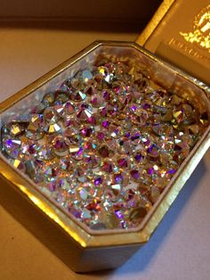 Imagem via We Heart It https://weheartit.com/entry/136639782/via/2388834 #crystal #diamonds #gold #luxurious #luxury #money #rich