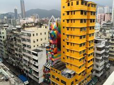 Okuda San Miguel, based in Madrid, is the author of this fabulous fresco wall made in the heart of Hong Kong. Geometric Shapes Design, Geometric Bear, Miguel Angel, Hong Kong Building, Madrid, Graffiti, Okuda, Spanish Artists, City Art