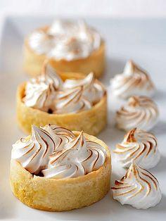 Pumpkin Meringue Tartelettes by tartelette for a fall Mini Desserts, Just Desserts, Delicious Desserts, Yummy Food, Meringue, Slow Cooker Desserts, Tart Recipes, Dessert Recipes, Pumpkin Tarts