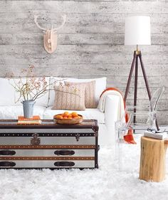 White Country Living Room Decor I don't like the white sofa & carpet but i do like the wall Living Room Decor Country, Casual Living Rooms, Country Decor, Living Spaces, Cozy Living, Style At Home, Wood Wall Design, Living Room Orange, Whitewash Wood