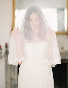 love this dotted elbow length veil!