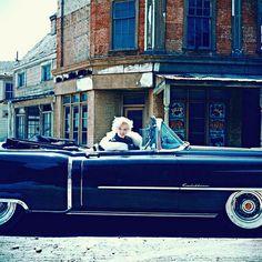 Marilyn Monroe in her cadillac Photo by: Milton H Greene Milton Greene, Joe Dimaggio, Jack Nicholson, Brigitte Bardot, Hollywood Stars, Old Hollywood, Hollywood Girls, Classic Hollywood, Fotos Marilyn Monroe