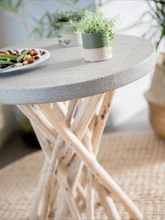 D'apparence très naturelle avec son piètement en teck à effet bois flotté, cette table d'appoint sera parfaite en toutes occasions dans le salon comme dans la véranda. Son plateau de 50 cm de diamètre en polystone gris est d'une grande robustesse et résiste parfaitement à l'eau. Comme, Table, Inspiration, Furniture, Design, Home Decor, Gray, Accent Furniture, Natural Wood