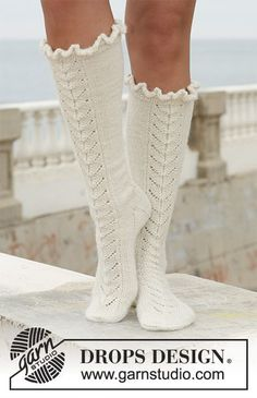 """Royal Ballet - Long DROPS socks in """"Alpaca"""" with lace pattern. - Free pattern by DROPS Design Royal Ballet, Ballet Real, Knitting Patterns Free, Knit Patterns, Free Knitting, Free Pattern, Crochet Fabric, Crochet Socks, Knitting Socks"""