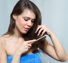 Esta mascarilla con biotina para la caída del cabello es una de las mejores. La biotina es una de las vitaminas que se encuentra en diferentes elementos de la naturaleza que se lo puede utilizar con facilidad para aprovechar sus beneficios para el cabello. Solo ingresa a; http://tipsdemedicina.com/mascarilla-con-biotina-para-la-caida-del-cabello/