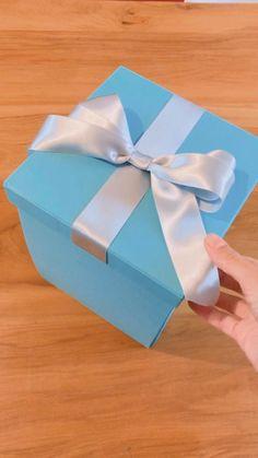 Birthday Gifts For Boyfriend Diy, Friend Birthday Gifts, Birthday Diy, Diy Best Friend Gifts, Candy Bouquet Diy, Diy Birthday Decorations, Diy Gift Box, Diy Crafts For Gifts, Macarons