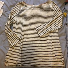 Striped forever 21 top Buttons along sleeve. V detail at side seam. Cream and navy stripes. Forever 21 Tops