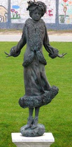 Kiss Manyi színész szobra az új Nemzeti Színház előtti parkban. A szobrot Kligl Sándor készítette 2002-ben.