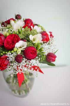 Яркий букет с пионовидными розами