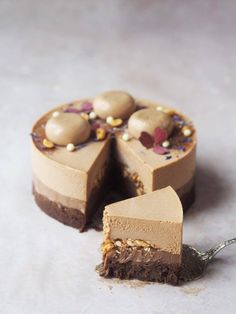 My new favorite cake: milk chocolate and peanutbuttermoussebombe with ganache and peanutpraliné Layered Desserts, Fancy Desserts, Raw Desserts, Sweet Recipes, Real Food Recipes, Cake Recipes, Dessert Recipes, Peanut Butter Mousse, Chocolate Peanut Butter