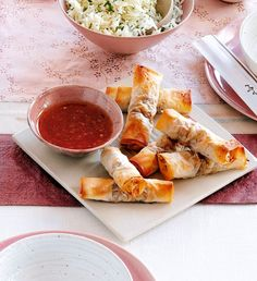 These vegetable Chinese spring rolls are healthier than the take-away version and simple to make too. The perfect starter to a Chinese meal. Vegetarian Recipes, Cooking Recipes, Healthy Recipes, Free Recipes, Delicious Recipes, Chinese Spring Rolls, Easy Spring Rolls, Homemade Spring Rolls, Tapas