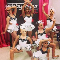 Group Dance is The Domino Effect. Kalani Hilliker, Jojo Siwa, Nia Frazier, Kendall Vertes, Mackenzie Ziegler and Maddie Ziegler in the dressing room in full costume and makeup. Dance Moms Costumes, Dance Moms Dancers, Dance Mums, Dance Moms Girls, Dance Outfits, Dance Moms Chloe, Dancing Girls, Dance Poses, Abby Lee