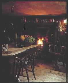 Dennis Severs House Spitalfields Folgate Street London If you are ever in London and are lost for something to do, go. 19th Century London, Witch Cottage, Cottage Interiors, Victorian Interiors, Cabins And Cottages, London Life, Old London, London Photos, Interior Design Kitchen