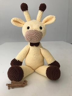 Hello everyone alright in the recipe today bring this beautiful giraffe for you . Amigurumi Toys, Amigurumi Patterns, Knitting Patterns, Crochet Patterns, Cute Plush, Crochet Squares, Baby Blanket Crochet, Stuffed Toys Patterns, Needlework