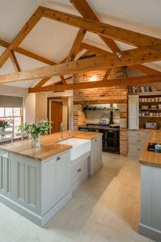 Luxury Kitchen Farmhouse Kitchens Awesome Farm Style Kitchen renovation ideas for your kitchen are Kitchen Ikea, New Kitchen, Kitchen Black, Vintage Kitchen, Kitchen Cabinets, Kitchen Sink, Barn Kitchen, Awesome Kitchen, White Cabinets