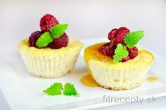 I am introducing you to this unbelievably delicious healthy coconut dessert that tastes like a combination of muffins and cheesecake. These fit coconut muffins are flourless, su. Kokos Desserts, Desserts Sains, Coconut Desserts, Köstliche Desserts, Muffins Fit, Baking Muffins, Baking Cups, Stevia, Healthy Menu