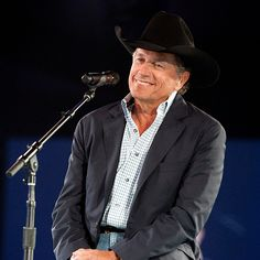 George Strait raises thousands for wounded troops