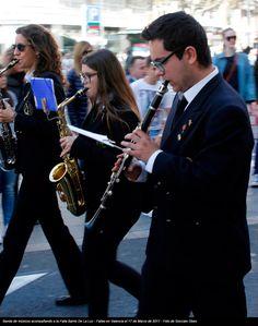 Banda de músicos acompañando a la Falla Barrio De La Luz - Fallas en Valencia el 17 de Marzo de 2017 - Foto de Gonzalo Obes