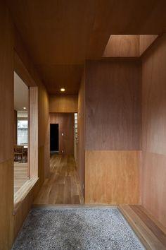 下北沢の家・2010年 - 大塚聡アトリエ Plywood Interior, Arch Interior, Interior And Exterior, Interior Decorating, Interior Design, House Made, House 2, Cafe Japan, Empty Room