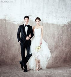 Elegant and All Natural 37 Korean Wedding Photos to Make Marriage Plans Next Summer. Elegant and All Natural 37 Korean Wedding Photos to Make Marriage Plans Next Summer Ideas Para Photoshoot, Pre Wedding Photoshoot, Wedding Poses, Wedding Shoot, Wedding Couples, Wedding Portraits, Wedding Dresses, Wedding Ceremony, Korean Wedding Photography