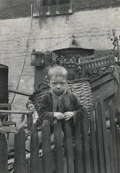 Spitafields Nippers - photographs taken by Horace Warner in Spitalfields at the turn of the nineteenth and twentieth centuries