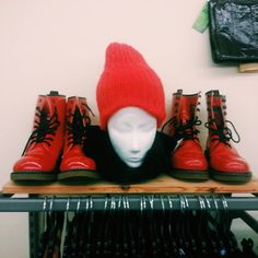 Rot rot sind alle meine kleider rot rot rot ost alleswas ich hab! #red #rotewelle #humanasecondhandgermany #humanaleipzig #leipzig #vintage #vintageclothing #saturdays #ootd #docmartens #drmartens #winteriscoming #vscocam #vsco