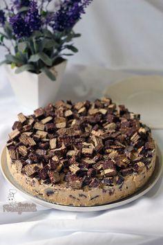 Sorvete caseiro de doce de leite misturado com muito, muito Bis! Incrivelmente deliciosa essa Torta Bis!