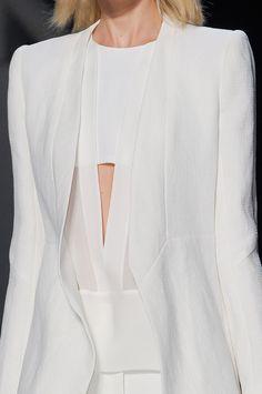 Narciso Rodriguez at New York Fashion Week Spring 2013 - Details Runway Photos Minimal Chic, Minimal Fashion, White Fashion, New York Fashion, Paris Fashion, Coco Chanel, Fashion Details, Fashion Design, Style Fashion
