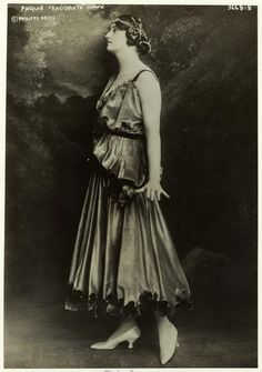 "Paquin ""Bacchante"" gown, photographed by George Grantham Bain, 1915."