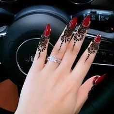 Image about henna in mehndi by دلکش on We Heart It Finger Mehendi Designs, Henna Art Designs, Mehndi Designs For Girls, Mehndi Designs For Fingers, Mehndi Design Photos, Dulhan Mehndi Designs, Fingers Design, Latest Simple Mehndi Designs, Henna Tattoo Designs Simple