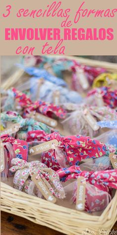 Cómo envolver regalos con telas y pañuelos. 3 sencillas formas de envolver regalos con tela. #envolver #regalos #tela #pañuelos #wrapping Wrapping Gifts, Wraps, Diy, How To Make, Paper, Gift Wrapping, Soaps, Fabrics, Manualidades