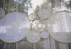 Modern-vintage-wedding-decor-lace-backdrop.original