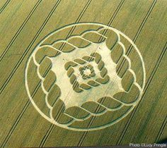 uk2002 Lucy Pringle's Crop Circle Photography