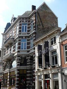 Bergen op Zoom, Steenbergsestraat 1: muurreclame Simon de Wit by Steamseeker.  SO excited for my upcoming trip!!!