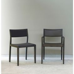 Arco Curve 2 stoel met armleuningen. Perfect voor een avondje natafelen! #Arco #stoel #design #Flinders