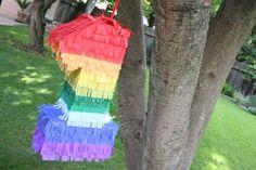 Haz tu propia piñata festiva para una fiesta primer cumpleaños - de The Sweetest Occasion / Make your own festive piñata for a first birthday party - from The Sweetest Occasion